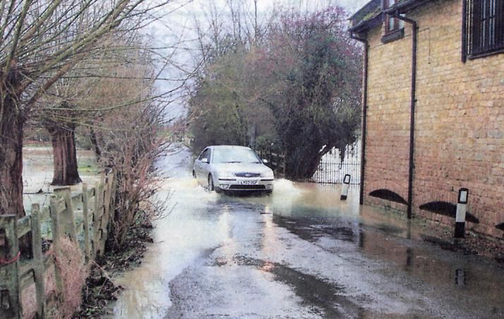 Flooding in the village of Passenham on 11 January 2007.